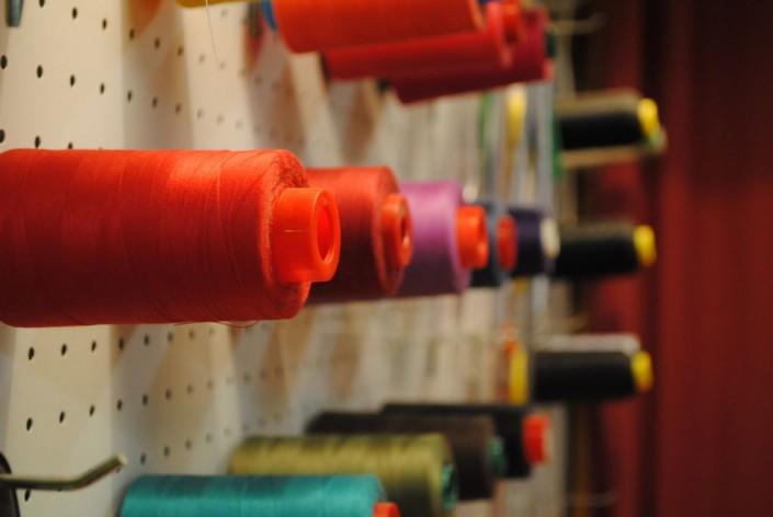 curso de costura Barcelona. hilo de coser